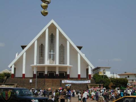 catedral-yaounde.jpg